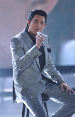 American Idol Top 2 Adam Lambert