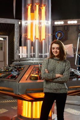 Doctor Who - MaisieWilliams in th TARDIS