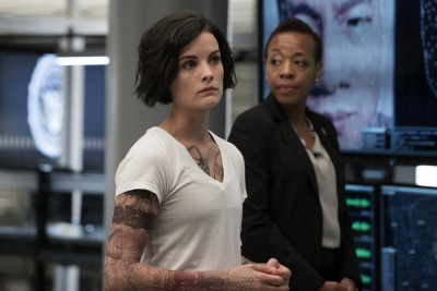 """BLINDSPOT -- """"A Stray Howl"""" Episode 102 -- Pictured: (l-r) Jaimie Alexander as Jane Doe and Marianne Jean-Baptiste as Bethany Mayfair -- (Photo by: Virginia Sherwood/NBC)"""