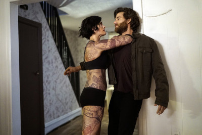"BLINDSPOT -- ""Eight Slim Grins"" Episode 103 --  Pictured: (l-r) Jaimie Alexander as Jane Doe, Johnny Whitworth as Ruggedly Handsome Man -- (Photo by: Peter Kramer/NBC)"