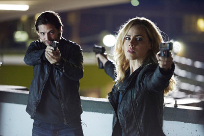 "12 MONKEYS -- ""Year of the Monkey"" Episode 201 -- Pictured: (l-r) Aaron Stanford as James Cole, Amanda Schull as Cassandra Railly -- (Photo by: Steve Wilkie/Syfy)"
