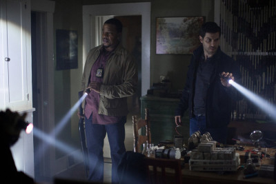 """GRIMM -- """"Eve of Destruction"""" Episode 507 -- Pictured: (l-r) Russell Hornsby as Hank Griffin, David Giiuntoli as Nick Burkhardt -- (Photo by: Scott Green/NBC)"""