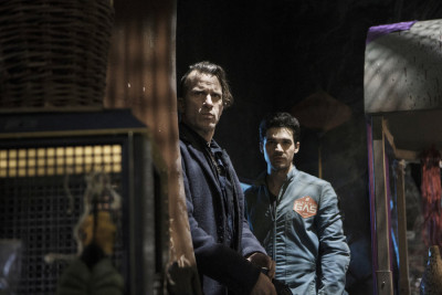 """THE EXPANSE --""""Leviathan Wakes"""" Episode 109 -- Pictured: (l-r) Thomas Jane as Detective Josephus Miller, Steven Strait as Earther James Holden -- (Photo by: Rafy/Syfy)"""