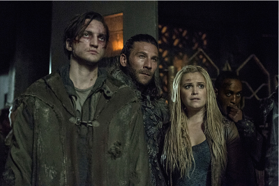 Richard Harmon as Murphy, Zachary McGowan as Roan, and Eliza Taylor as Clarke -- Credit: Cate Cameron/The CW -- © 2016 The CW Network, LLC.