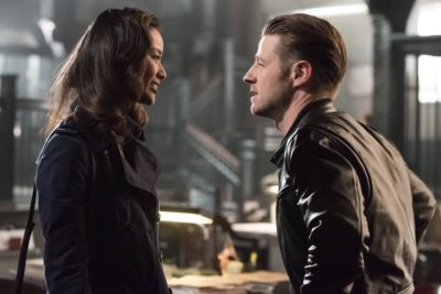 GOTHAM: L-R: Guest star Jamie Chung and Ben McKenzie in the ÒMad City: Better to Reign in HellÉÓ season premiere episode of GOTHAM airing airing Monday, Sept. 19 (8:00-9:01 PM ET/PT) on FOX.  ©2015 Fox Broadcasting Co. Cr: Jeff Neumann/FOX.